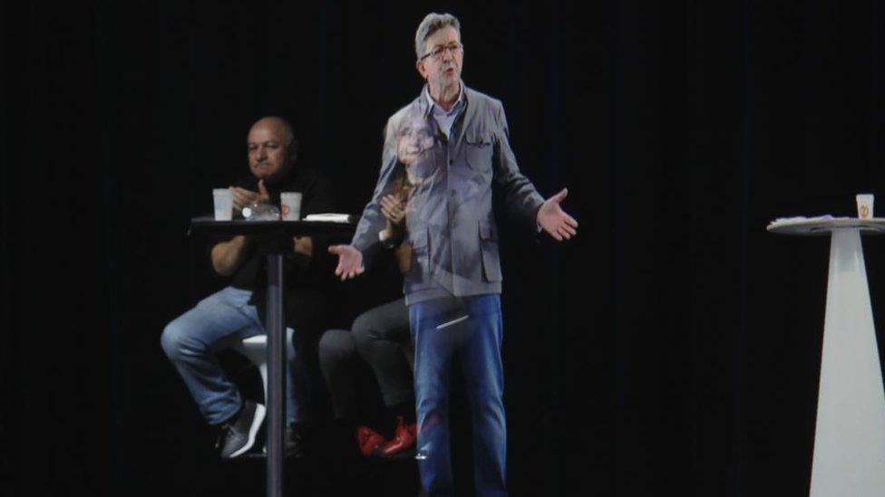 Kandidat na francuskim predsedničkim izborima Žan-Lik Melanšon, tj. njegov hologram