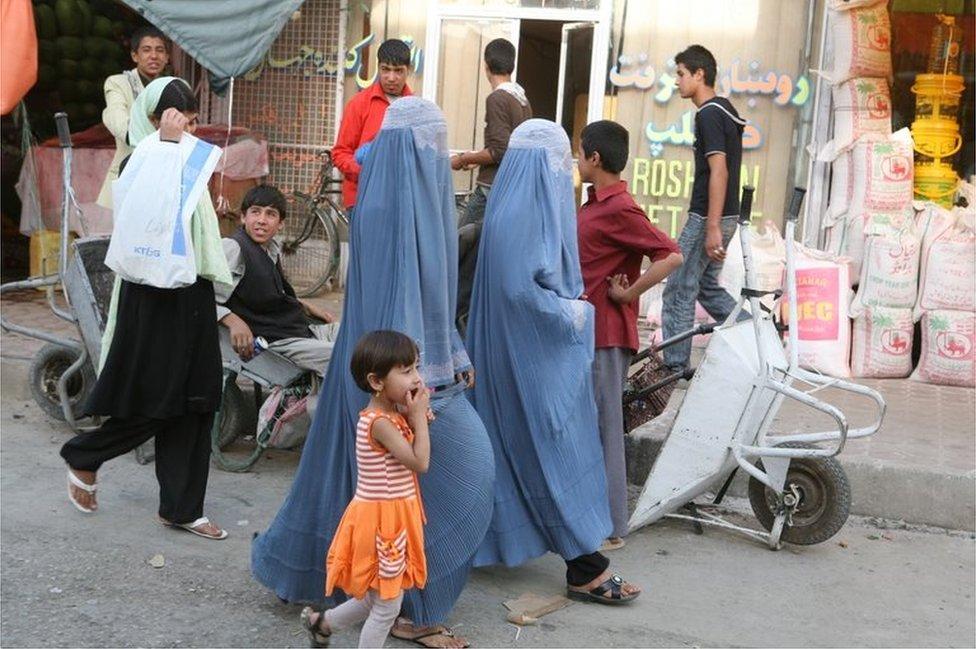Afghani women wearing the chador in Kabul, Afghanistan, 2008