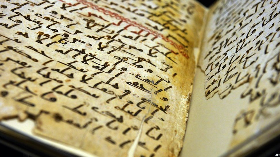 A Koran manuscript believed to date back to the 7th Century on display at the University of Birmingham, 22 July 2015 (AFP)