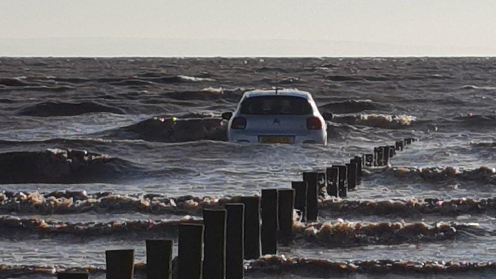 High tides leaves family stranded on rocks at Brean Down