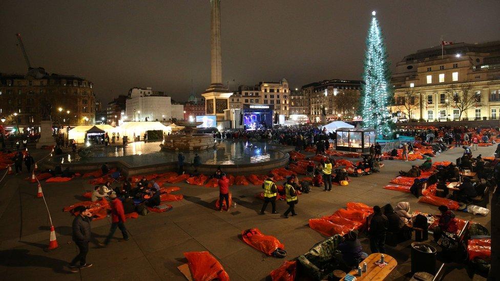 Trafalgar meydanındaki sokakta yatma eylemi