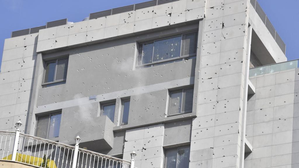 مبنى في طيونة في بيروت شهد تبادل إطلاق النار بين المسلحين
