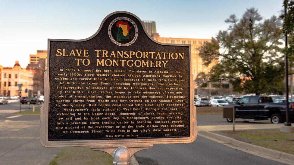 Placa que conmemora el comercio de esclavos.