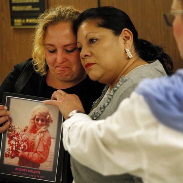 أقارب ضحية جريمة ارتكبها المجرم الأمريكي صموئيل ليتل