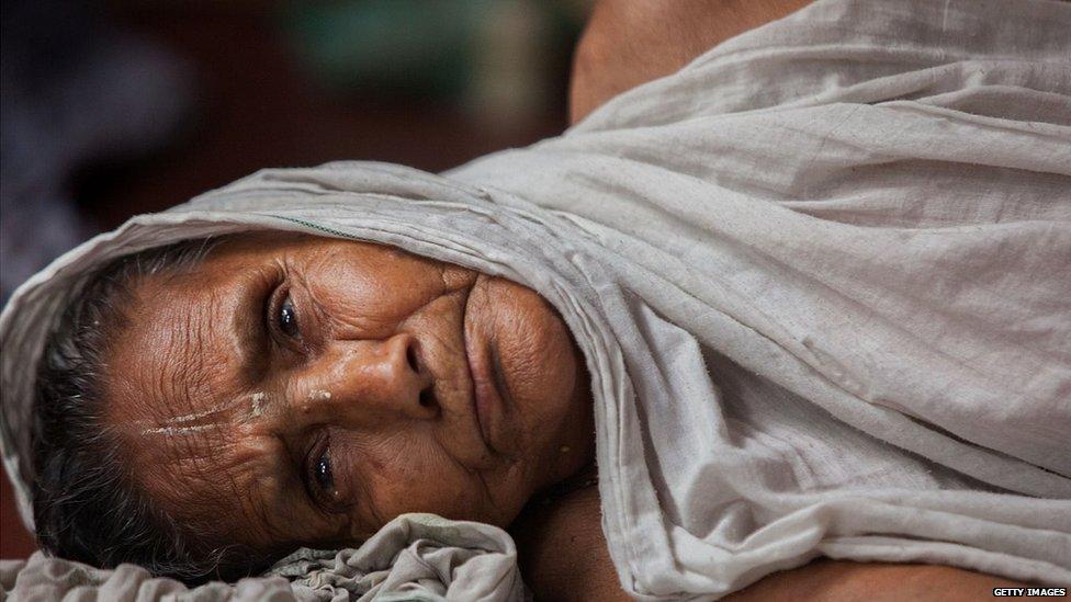 जीवनसाथी की मौत के बाद भूख का अत्याचार क्यों?