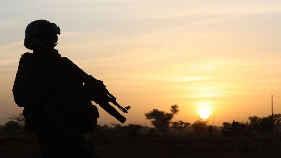 لم تتمكن قوات الأمن الإقليمية والدولية من احتواء تمرد منطقة الساحل
