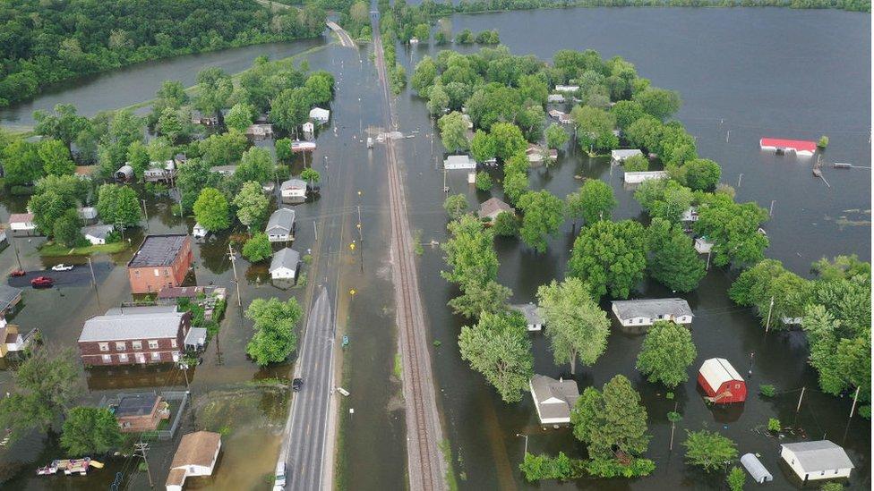 La inundación del río Mississippi rebasó gran parte de la localidad de Foley, Missouri