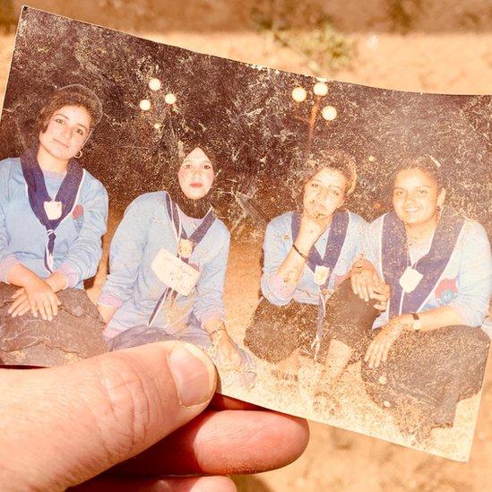 Una fotografía con cuatro niñas