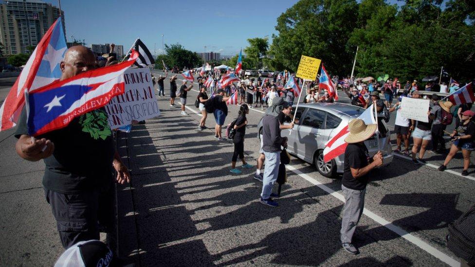 Demonstranti blokiraju autoput