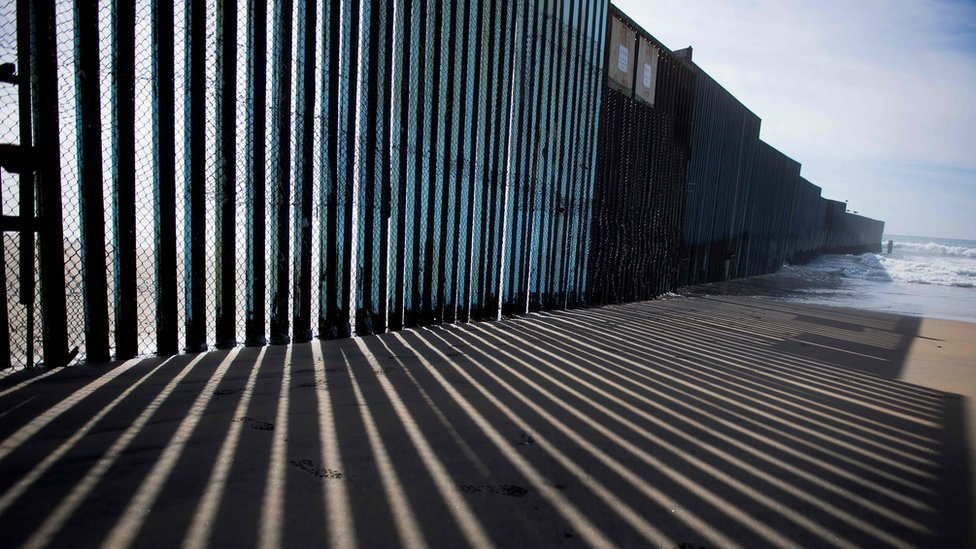 La valla fronteriza entre México y EE.UU.