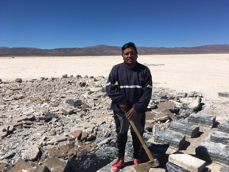 Franco Lamas, minero de sal en Salinas Grandes.
