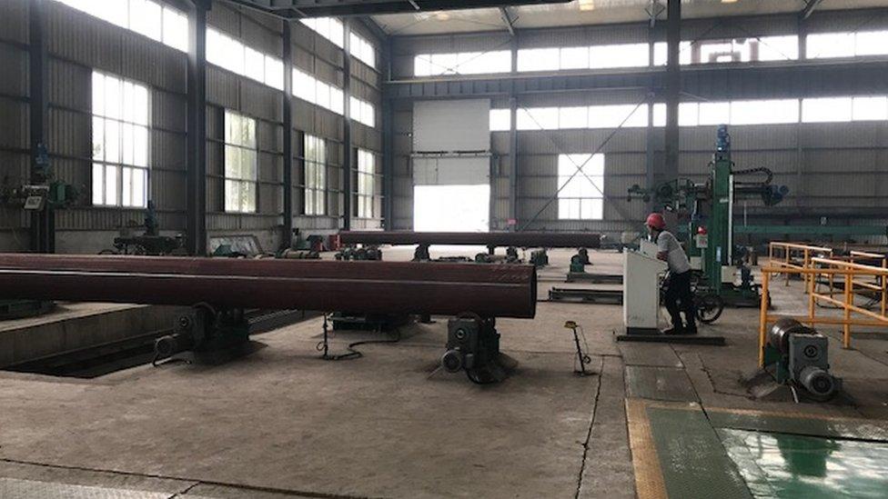 Un trabajador en la fábrica