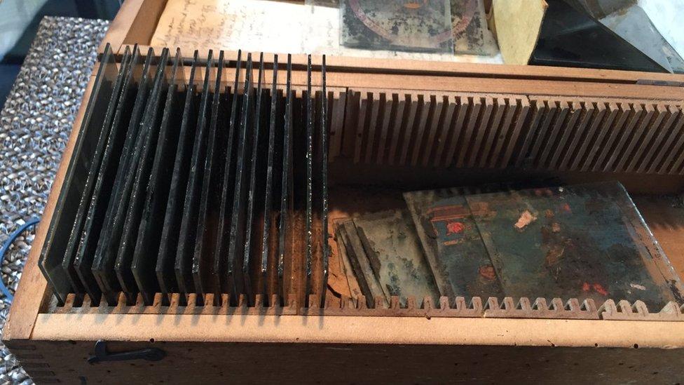 Kutija sa 12 foto pločica