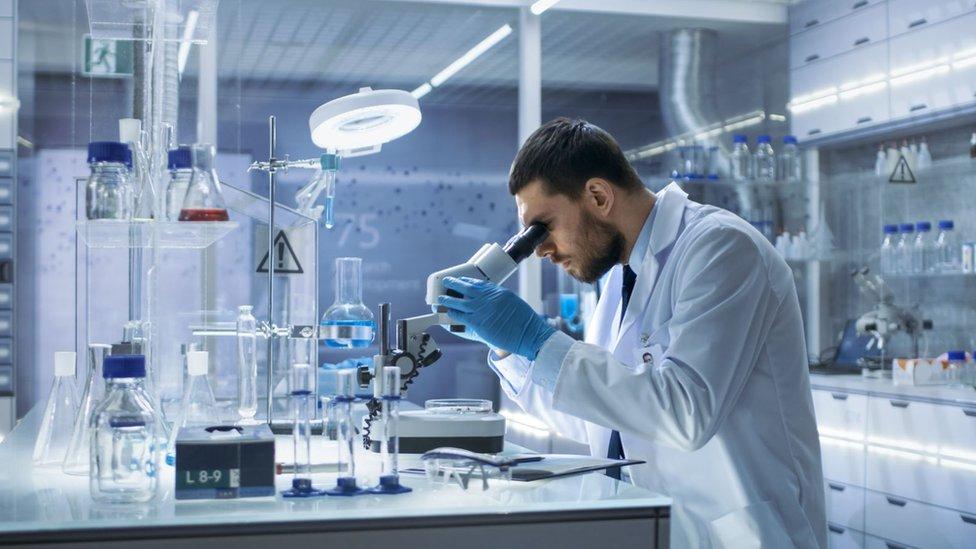 Científico en un laboratorio