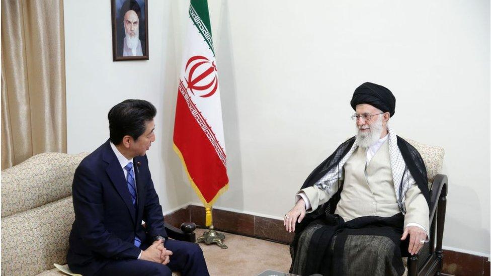 رئيس الوزراء الياباني يلتقي المرشد الأعلى للثورة الإيرانية