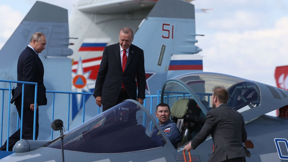 Rusya Devlet Başkanı Vladimir Putin, Cumhurbaşkanı Recep Tayyip Erdoğan'a Su-57'nin kokpitini tanıttı.