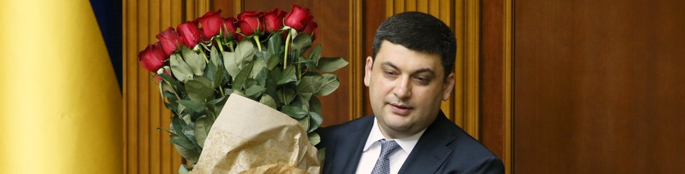 Volodymyr Groysman accepts a bouquet of flowers on his appointment (14 April)