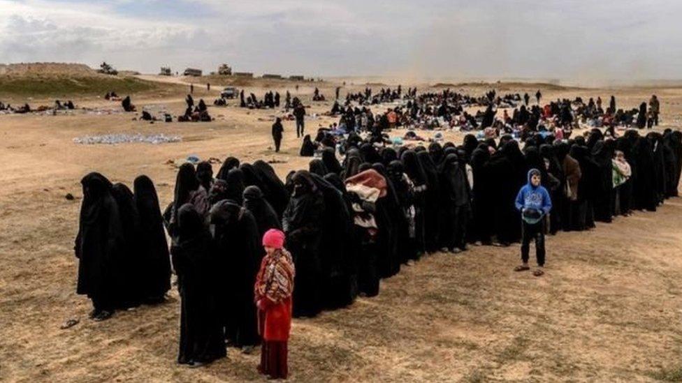Perempuan pejuang ISIS mengancam akan membesarkan anak mereka menjadi pejuang.