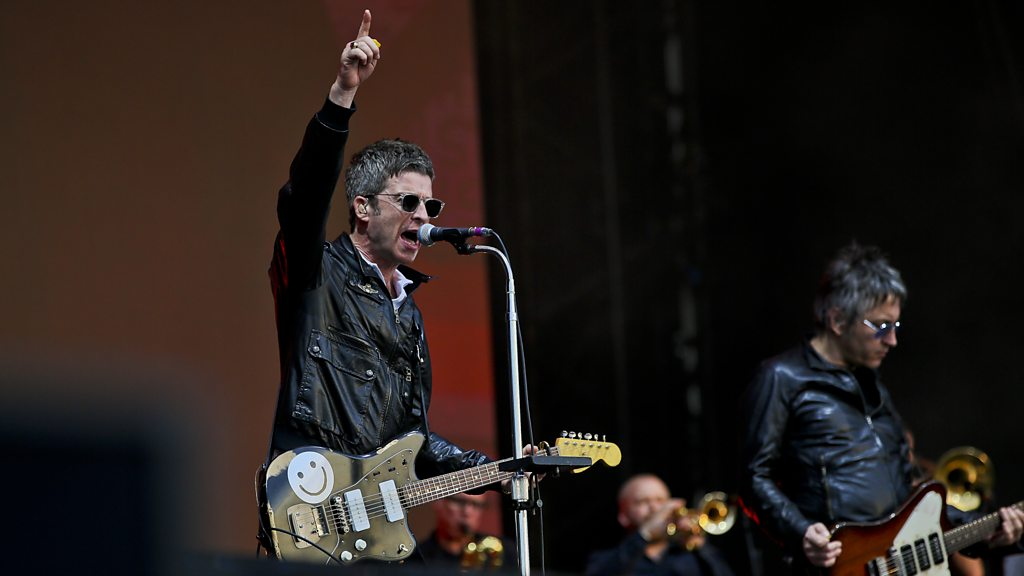 BBC News - Biggest Weekend: Noel Gallagher plays Don't Look Back In Anger