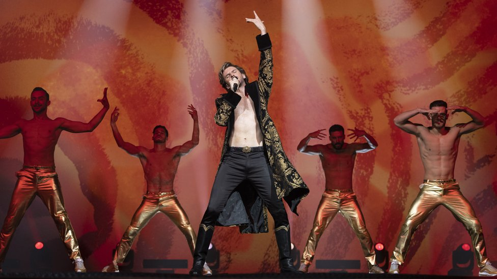 Dan Stevens plays Russia's entry into Eurovision
