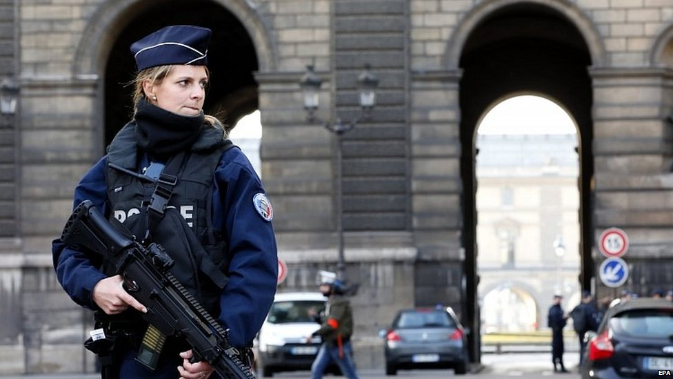 Armed police officer in central Paris