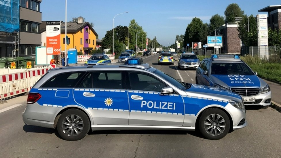 """Police block the street leading to the night club """"Grey"""" in Konstanz, Germany, 30 July 2017."""