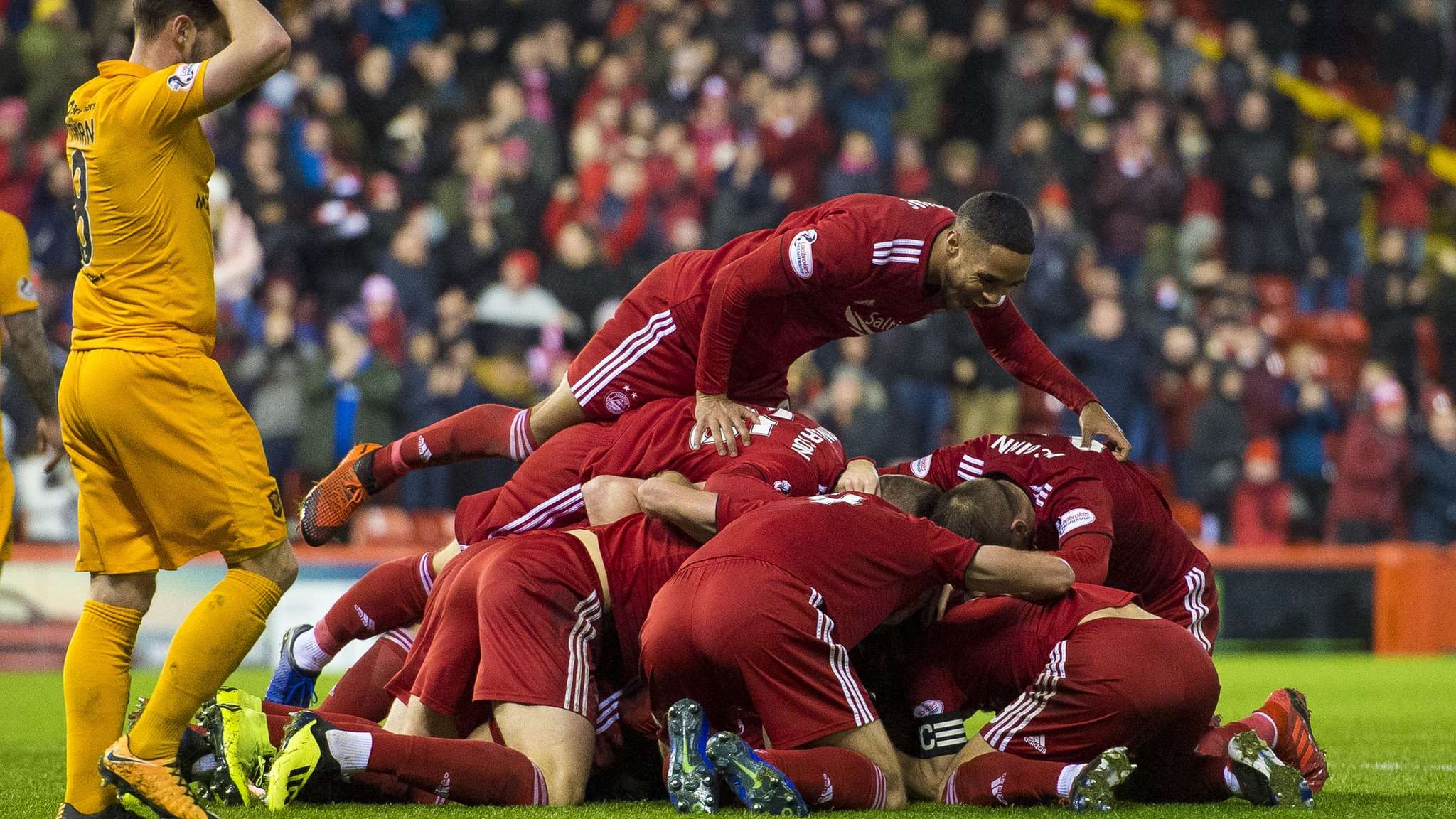 Highlights & report: Dons strike late to seal win over Livi