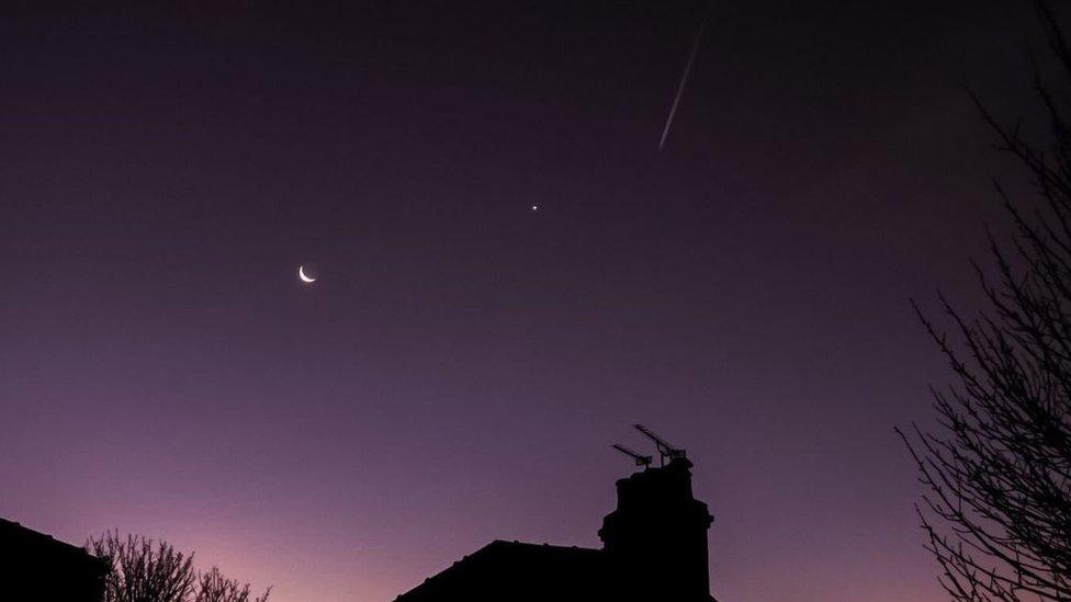 Venus dan Bulan