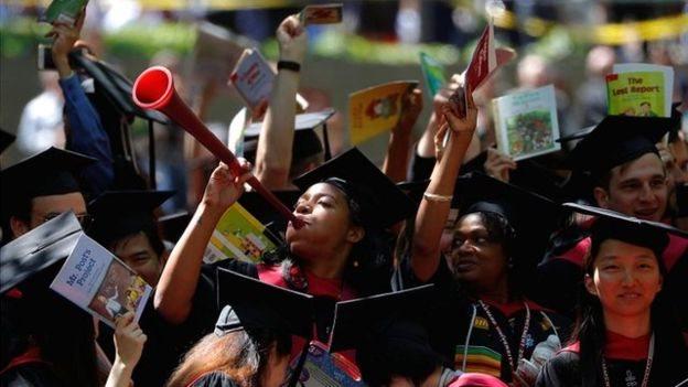 Lulusan Harvard kemungkinan besar tetap berada di AS timur laut atau pindha ke California.