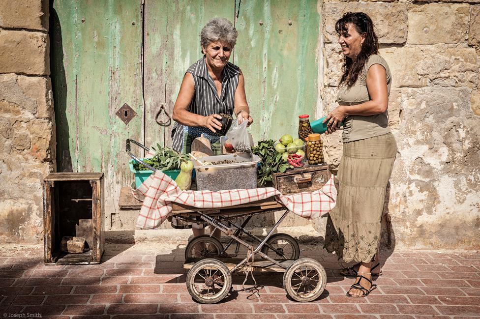 Dos vendedora en la calle