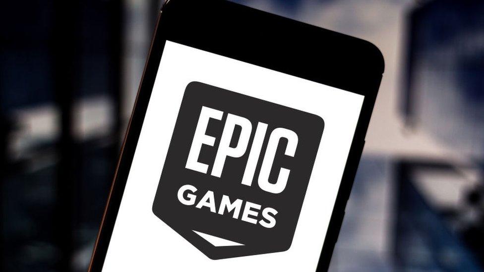 Logo de Epic en un celular