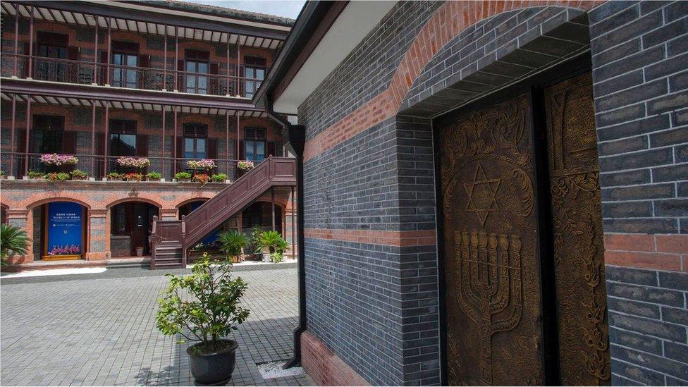 上海一座古老的磚砌建築上,大衛之星證明了這座城市非凡的猶太歷史。(Credit: Wolfgang Kaehler/Getty Images)