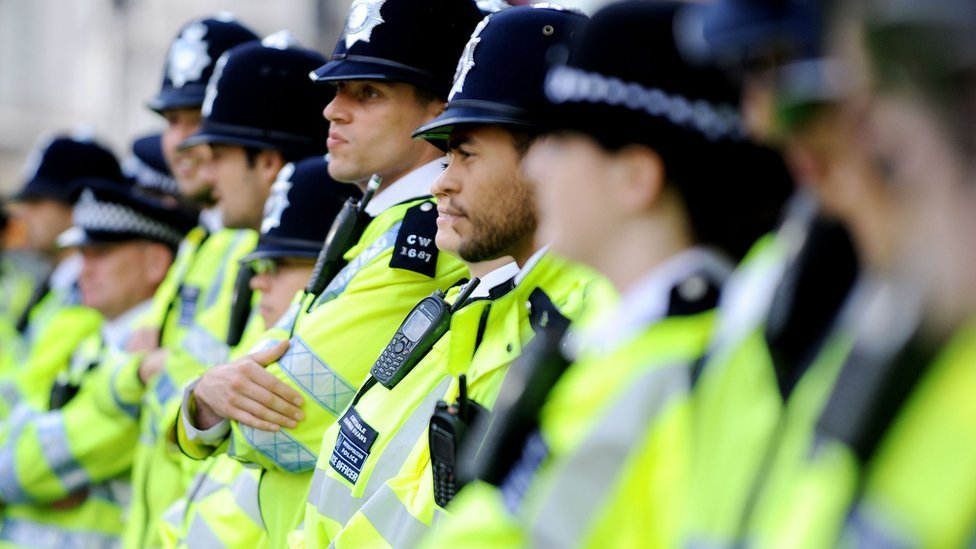 Police 'could let violent suspects go if public do not help'
