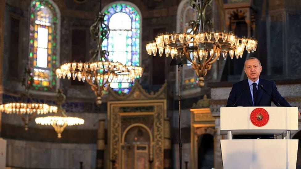 Mart 2018'de Erdoğan, Ayasofya Müzesi'nde düzenlenen Yeditepe Bienali'nin açılış töreninde konuştu