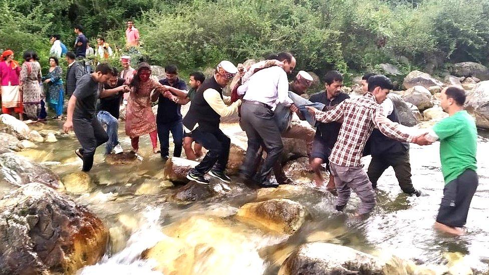 हिमाचल के कुल्लू में बस खाई में गिरी, 33 की मौत