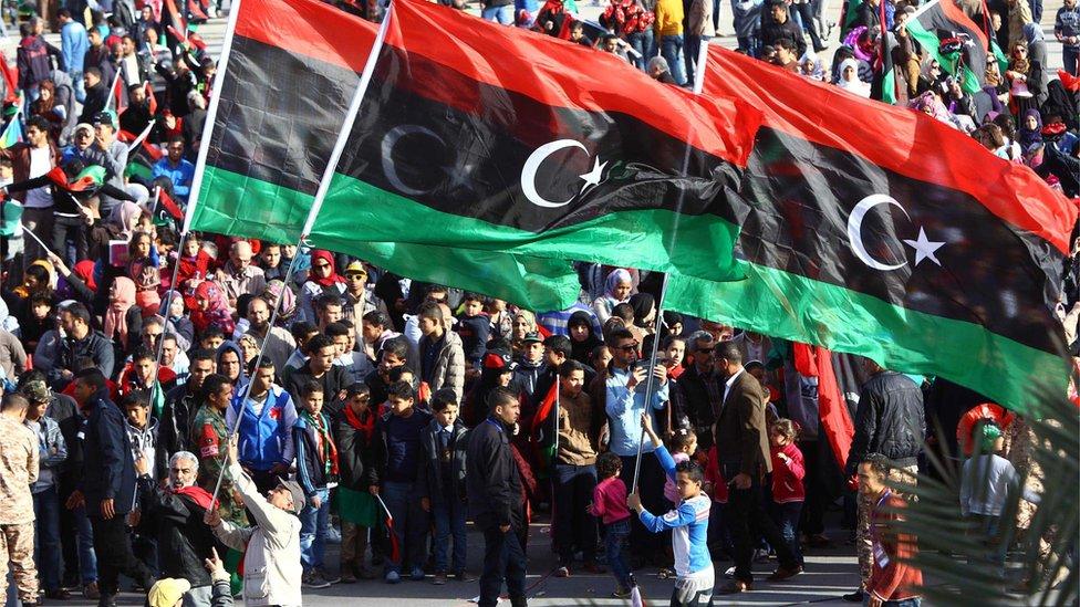 يعيش الليبيون أوضاعا اقتصادية وسياسية وأمنية صعبة منذ سنوات