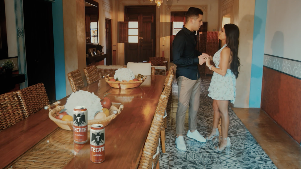 A scene from a Giovanny Ayala music video