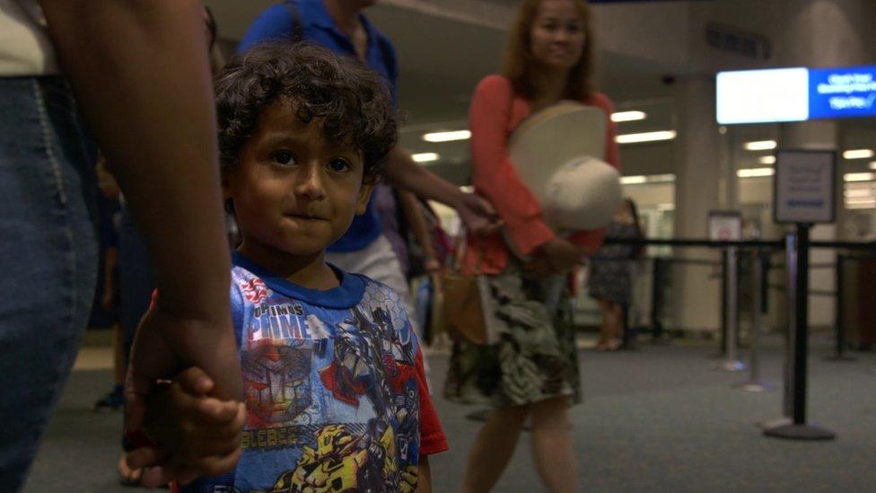 Yair, de 5 años, estuvo separado de su hermano por casi tres meses.