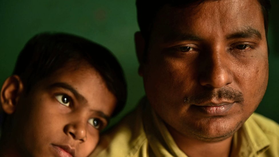 India coronavirus: The tragedy of the tuk-tuk driver who fled Covid thumbnail