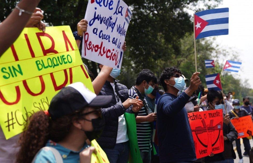M;anifestacion a favor del gobierno cubano en CDMX.