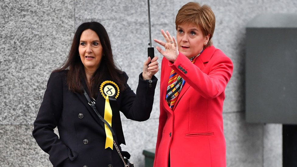 Margaret Ferrier e Nicola Sturgeon