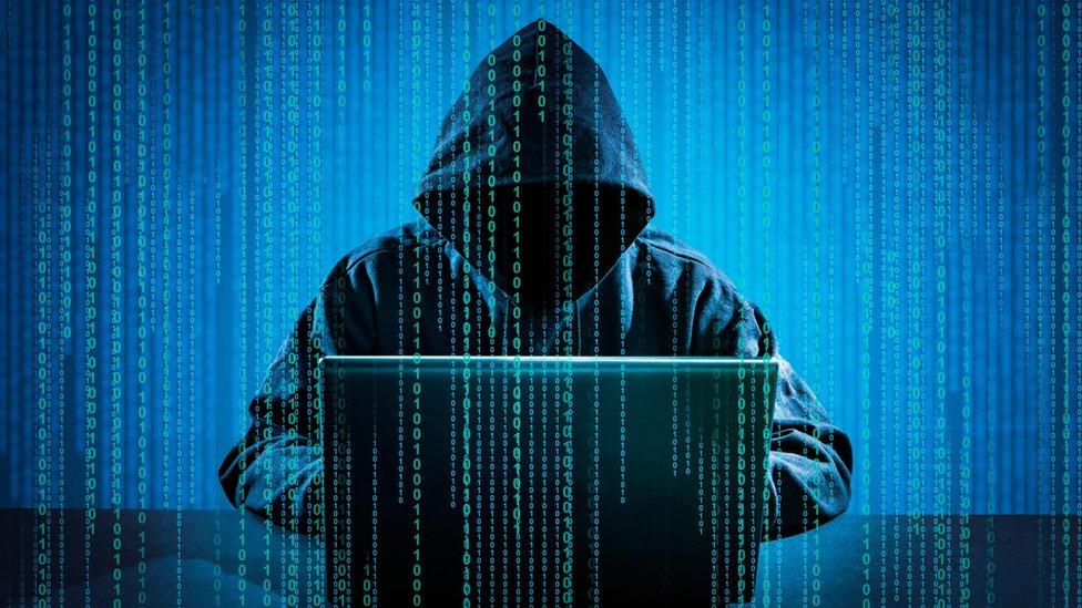 設計圖片:黑客用筆記本電腦