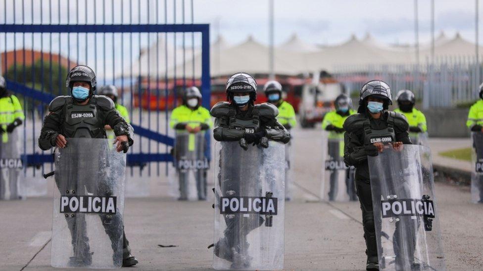 Policías en Bogotá.