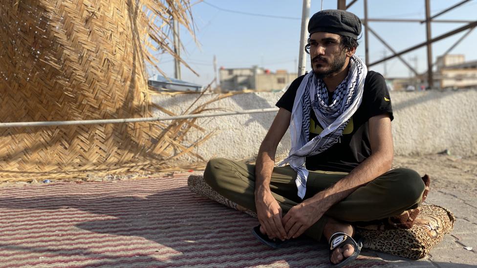 مازال الناشط مصطفى معتصما في البصرة