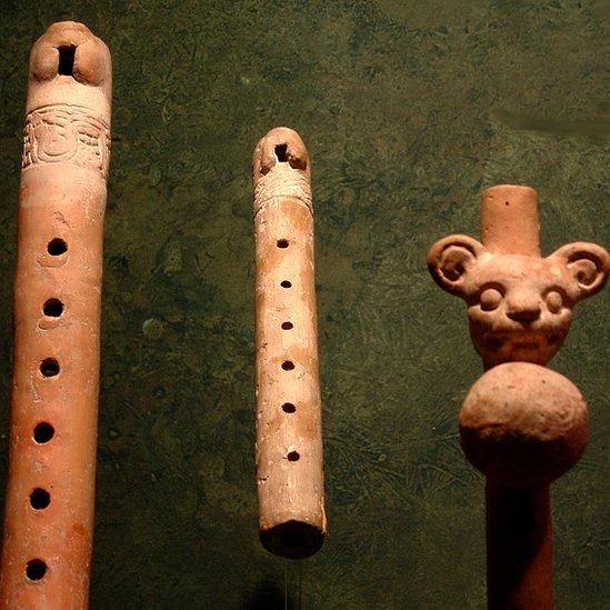 Flautas e instrumentos aztecas