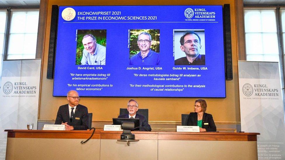 Anuncio de la Real Academia Sueca de Ciencias.