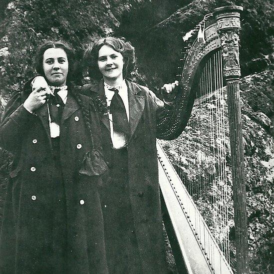 Mary Ellen (Nain Gwyndaf) a Nansi, 1914