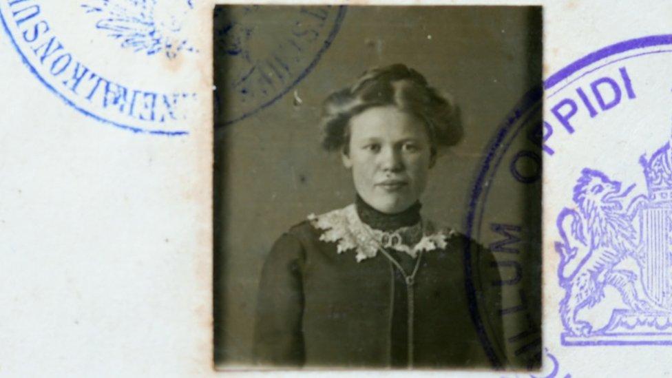Foto de un pasaporte.