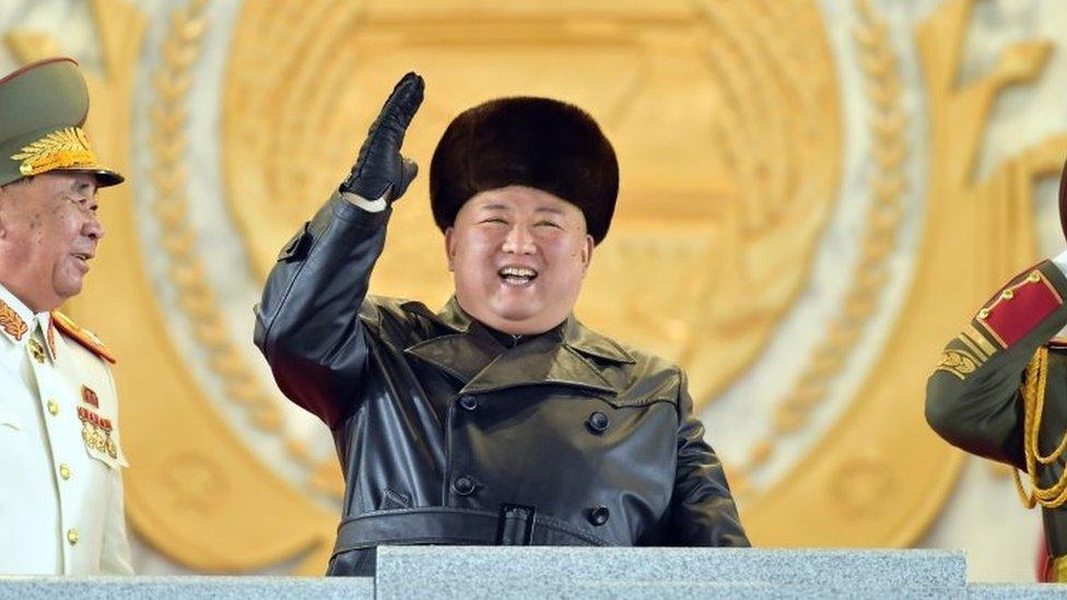 Kim Jong Un pada parade militer di Pyongyang pada 14 Januari lalu.