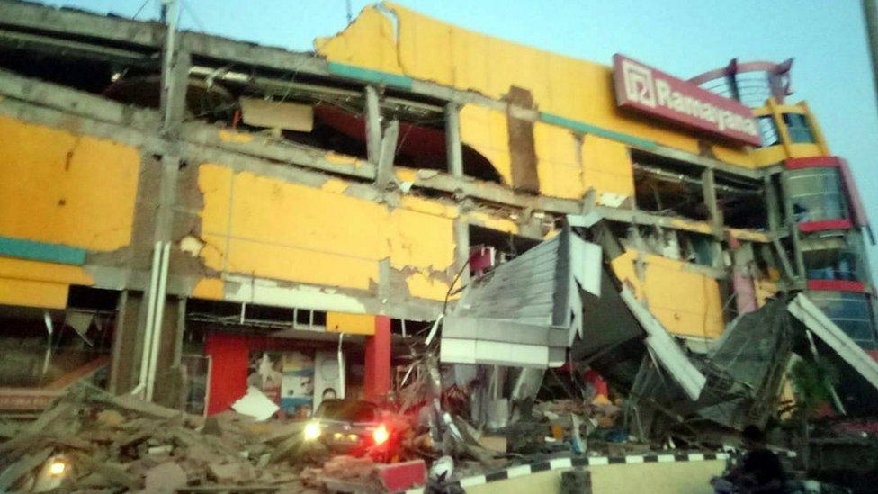 Un edificios dañado en Donggala